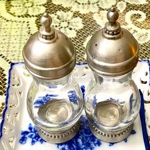 VINTAGE SLAH SALT&PEPPER GLASS SHAKERS